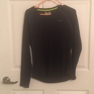 Under Armour black long sleeved shirt - Large